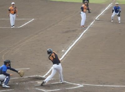 P6264926次の4番が左中間二塁打を放ち2点目