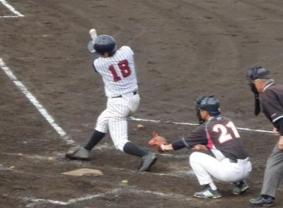 P6295164 球楽會同回1死一、二塁から5番が右越え二塁打を放ち1点追加しこの回4点目