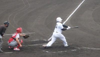 P7055265伊勢造園B3回表1死二塁から2番の右前打で1点先制(セカンドトンネル?)