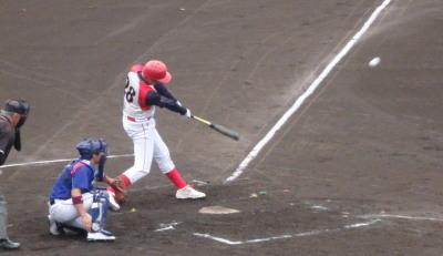 P7105412 テラバル続く5番が右中間3点三塁打を放ち3対4