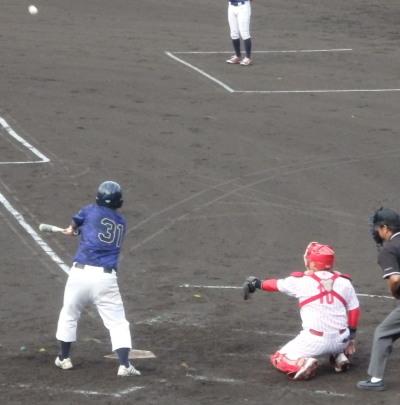 P7125635保証協会3回裏2連続四球で一、二塁から7番が右翼線三塁打を放ち2点追加
