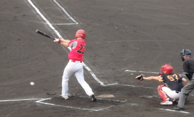 P7170034 次の2番はイージーゴロだったが一塁へ悪送球となり、2人生還し2点先制