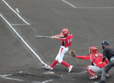P7250434 1回裏味千拉麺無死二塁から2番が右越え2点本塁打を放ち2点先制