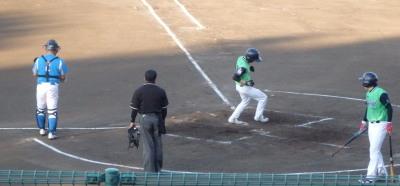 P7300583 コスギ3回裏1死後2番が右中間ランニング本塁打を放つ
