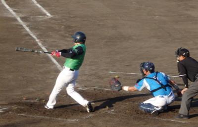 P7300616 コスギ4回裏1死満塁から3番が左越え満塁本塁打を放つ