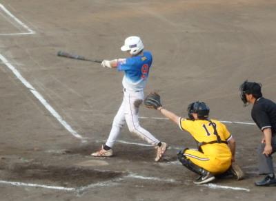 P7310674 炭焼きよた2回裏2死一塁から1番が右中間にランニング本塁打を放ち