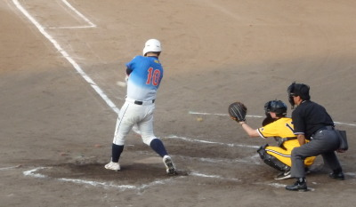 P7310689 炭焼きよた3回裏無死三塁から4番が左越え二塁打を放ち1点追加