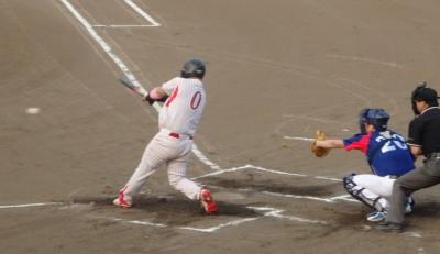 P8020921続く5番が遊内野安打で一、三塁