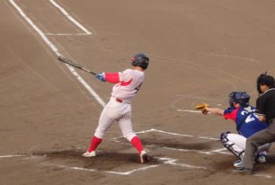 P8020929 6番四球で満塁とし、7番が中前2点打を放ち3対0とする