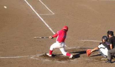 P8031112 次の8番も左中間二塁打を放ち2対2の同点