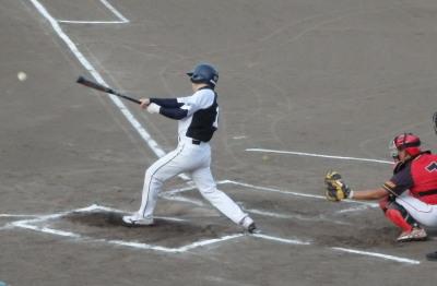 P8051192 次の3番が遊ゴロ内野安打で満塁