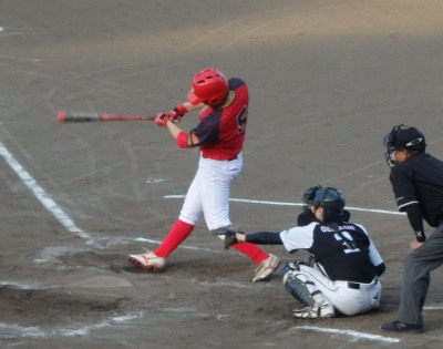 P8051235 H・プラン2回表2死二塁から3番が右中間三塁打を放ち1点追加(6点目)