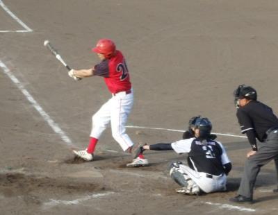 P8051293続く7番が1死一、二塁から7番が左翼線二塁打を放ち1点追加(13点め)