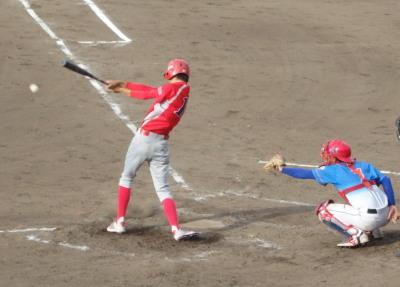 P8091545続く8番の代打が遊内野安打で一、二塁とする