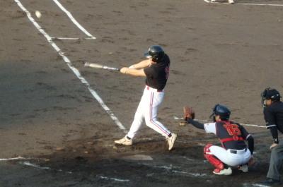 P8171752 4回表上村内科6番右中間エンタイトル二塁打