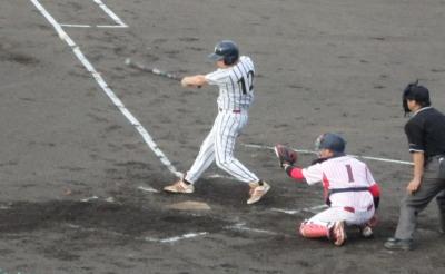 P8211884 シアーズ続く3番も右越え二塁打で続き2点追加