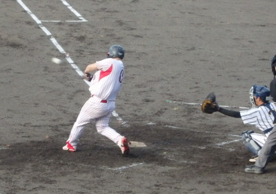P8211948熊本日野3回裏1死二塁から4番が左越え二塁打を放ち1点返す