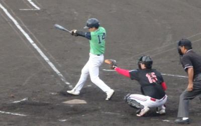 P9022161コスギ3回表無死二塁から2番が右中間三塁打を放ち1対4