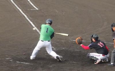 P9022193コスギ4回表無死一、二塁から9番が中越え二塁打を放ち、2点加え、5対4と逆転
