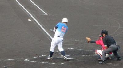 P9032267 炭焼きよた2回表この回の先頭バッター4番濱口が左越え先制本塁打を放つ