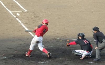 P9052590 H・プラン初安打は3回裏トップバッターの1番が右中間三塁打を放つ