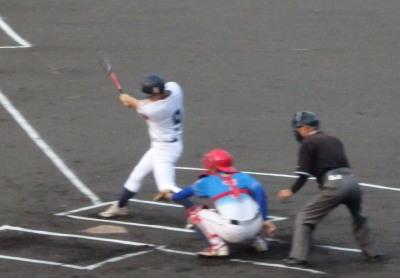 P9062642 1回表山口工務店無死一塁から2番が右中間二塁打を放ち1点先制