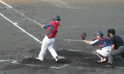 P9102829竜翔4回表2死一塁から5番が左前打を放つ、6回表には左越え本塁打を放つ