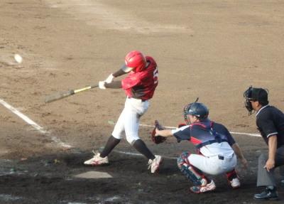 P9102859 竜翔5回表2死一塁から1番が左越え2点本塁打を放つ