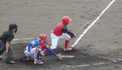 P9133053 H・プラン3回表2死二塁から2番が右中間二塁打を放ち1点追加