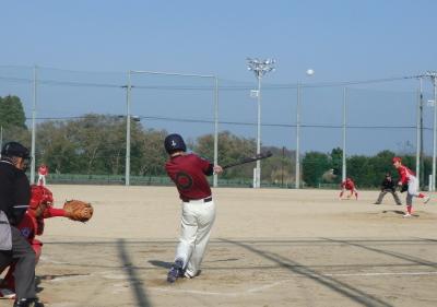 PC083852FORTY ROLLS2回表1死一塁から6番が右中間2点本塁打を放ち2対1と逆転