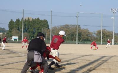 PC083939FORTY ROLLS5回表1死二、三塁から9番が左越え二塁打を放ち2点追加