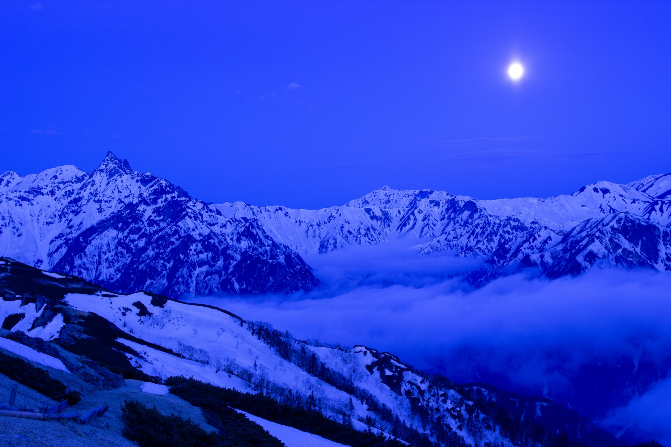 燕岳残雪期11