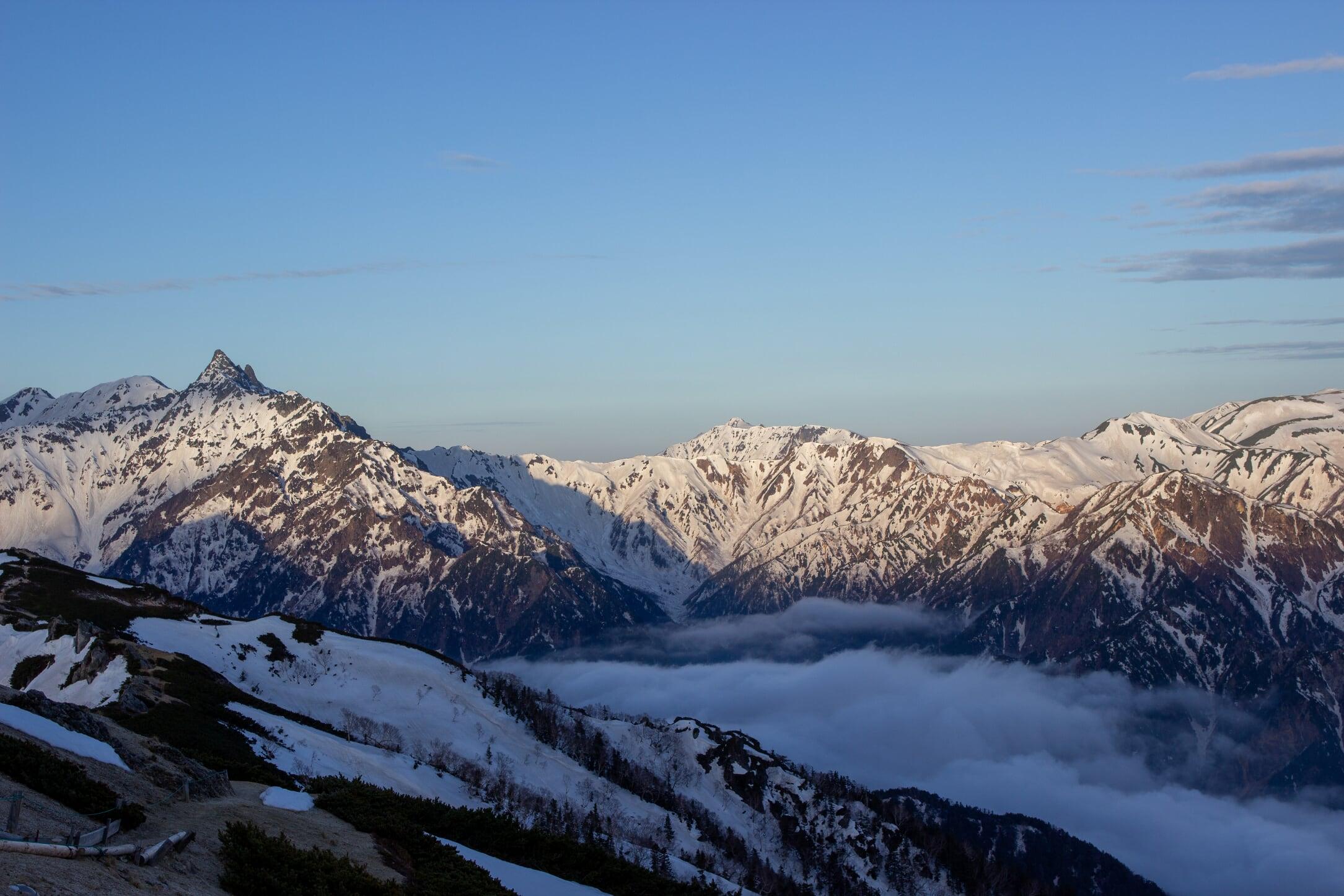 燕岳残雪期11-4