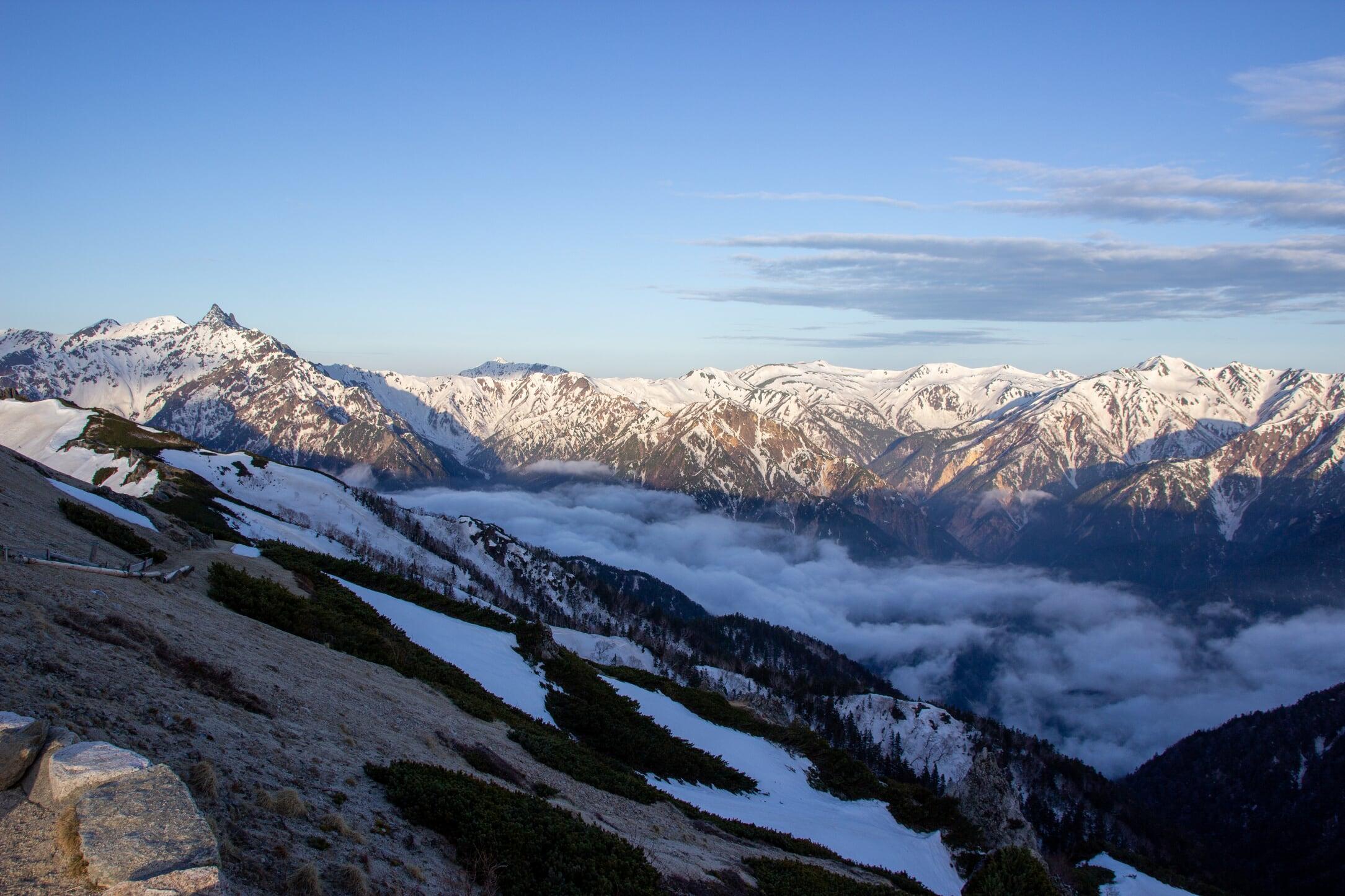 燕岳残雪期11-5
