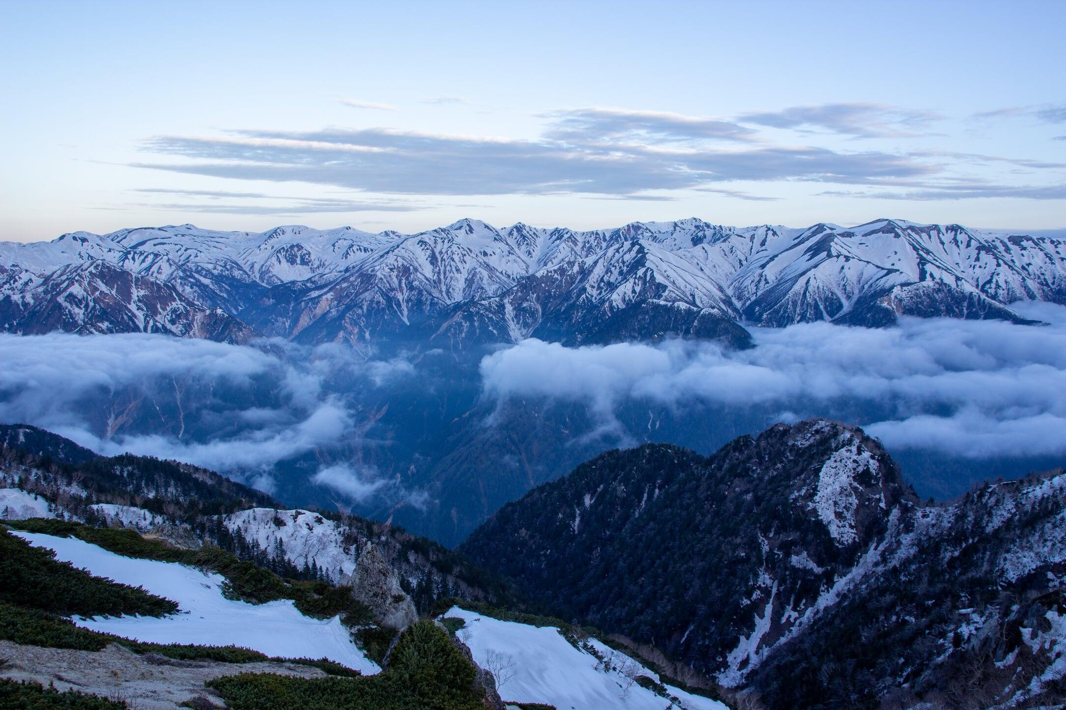 燕岳残雪期11-7