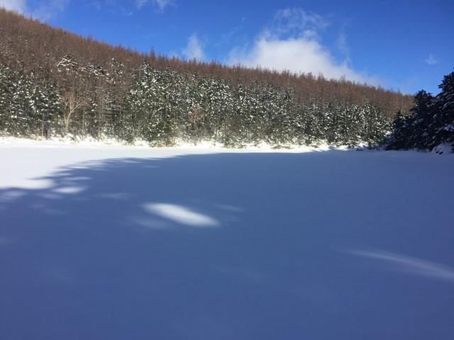 200201_蓼科06_双子池は一面の雪