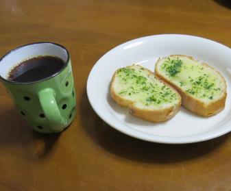 パセリ入りガーリックトースト朝食
