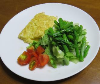 アスパラガス入り野菜サラダ