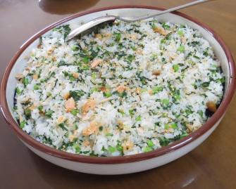カブの茎葉と鮭とご飯ミックス料理