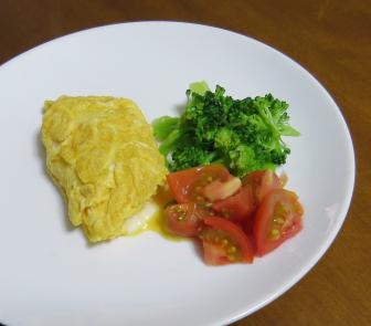 ミニトマトを使った生野菜サラダと卵焼き