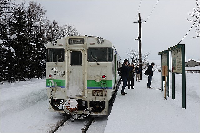 s-⑤ホームと列車