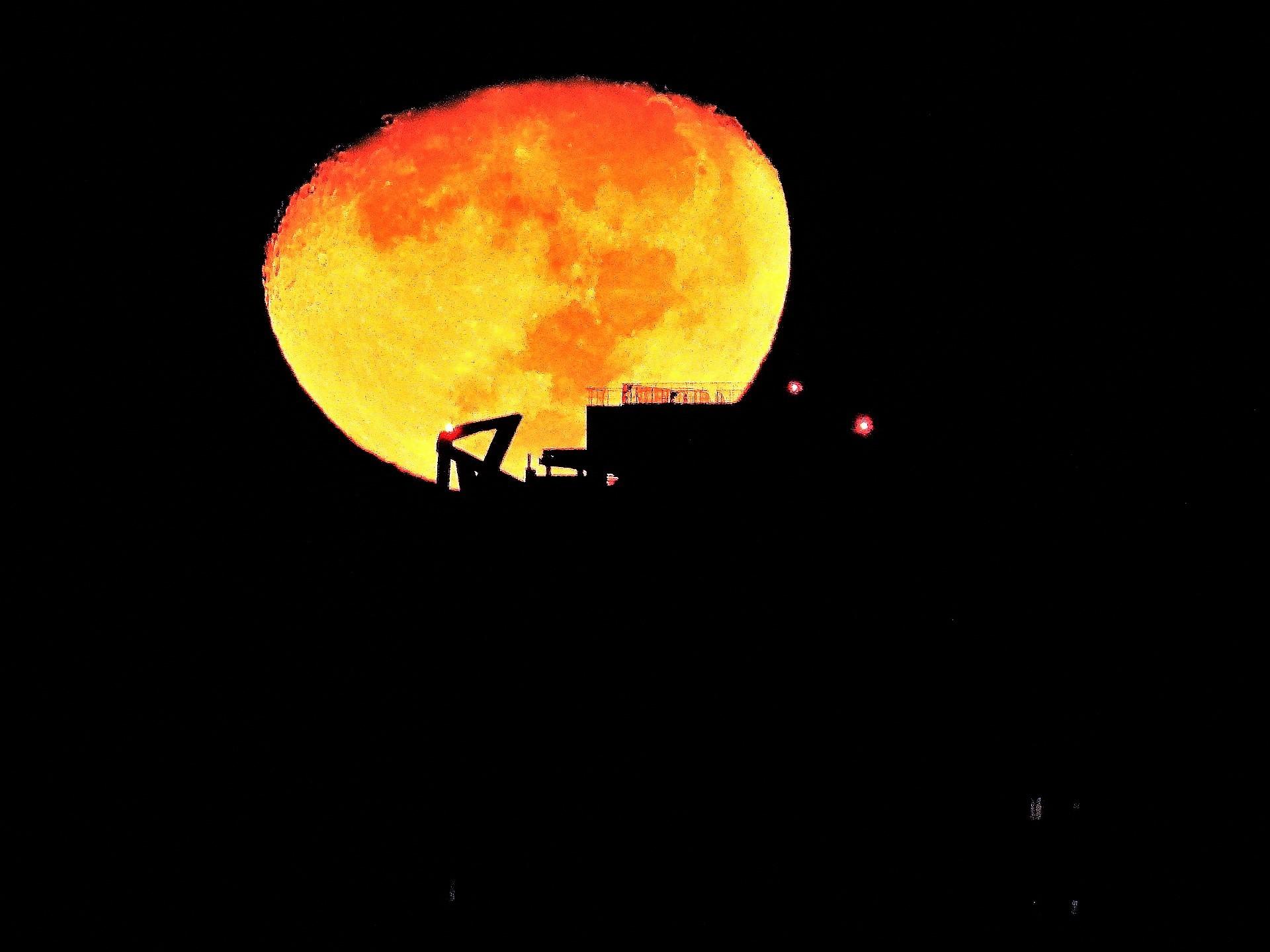 《お月様》光景