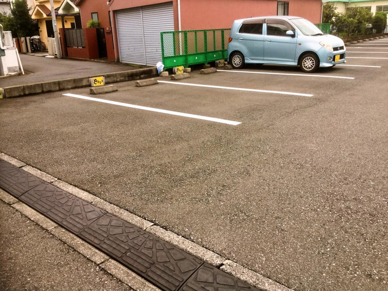 えぐぅ~カフェ 小平本店(駐車場)