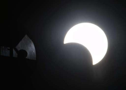日食a沖縄タイムス12-27 BBYlXEP