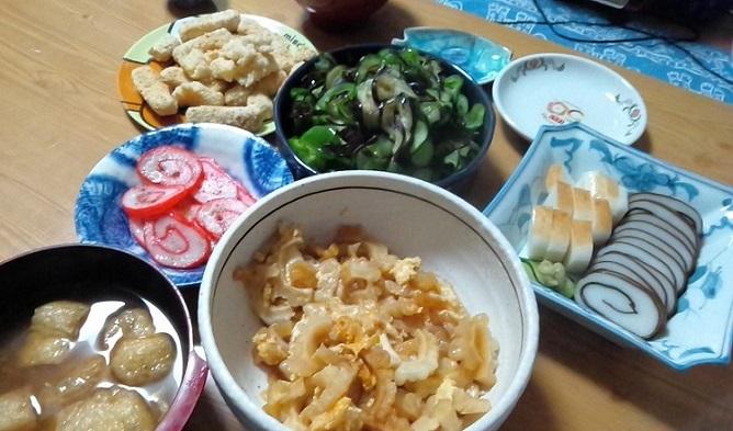 チーズフライ、ヤタラ漬け、富山のかまぼこ、ゴーヤーイリチー、お揚げの味噌汁