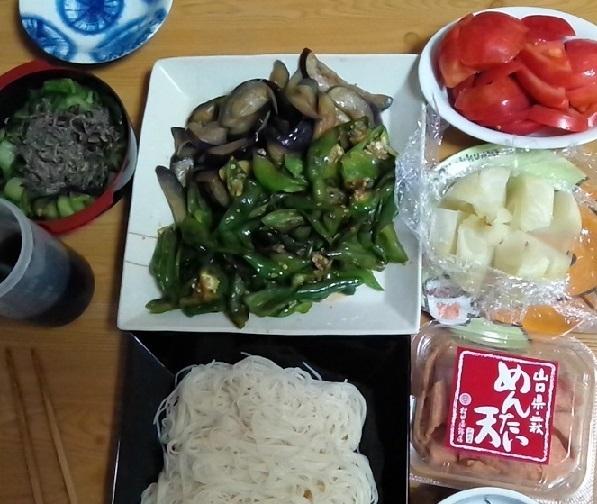 ヤタラ漬け、ピーマンと茄子炒め。トマト、レンチン玉ねぎ、素麺、めんたい天