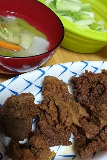 蕪のヘタの味噌汁、蒸しネギ、たまご