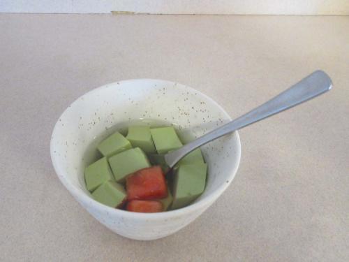 デザートの抹茶の杏仁豆腐