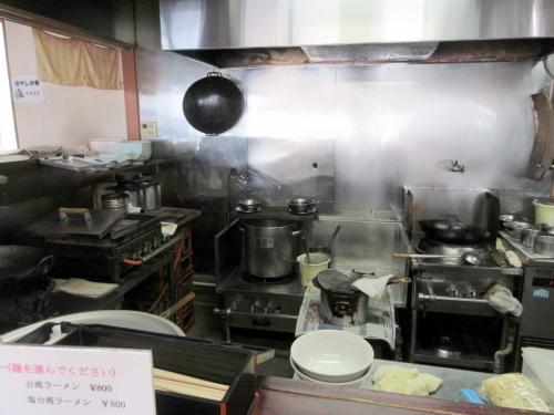 年季の入った厨房