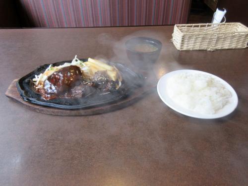 デミグラスハンバーグと味噌漬けステーキ